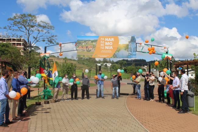 Evento na Praça marcou o 33º aniversário de Harmonia