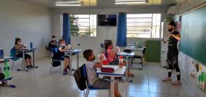Alegria marca o retorno das crianças às escolas