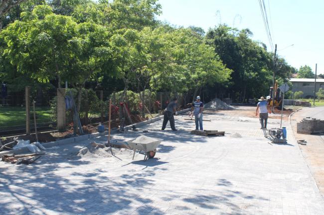 Construção de calçadas na rua 25 de julho