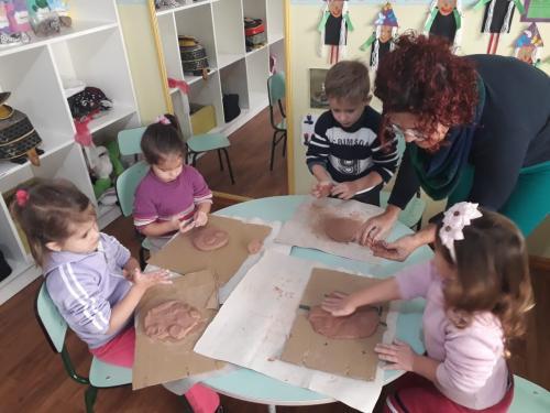 Projeto Ceramicando na Escola realizou atividades em Harmonia