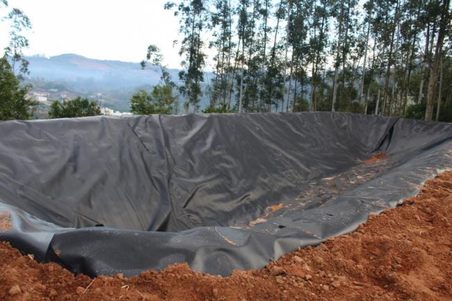 Lagoa para armazenamento de dejetos construído em propriedade rural de Vila Floresta.