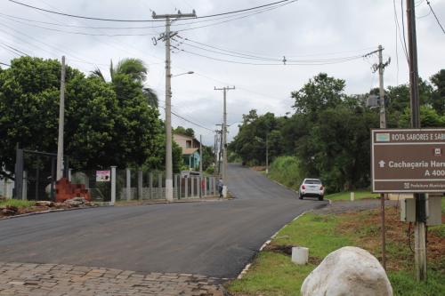Prefeitura inicia obras de asfalto em Canto Lerner e no Morro Azul