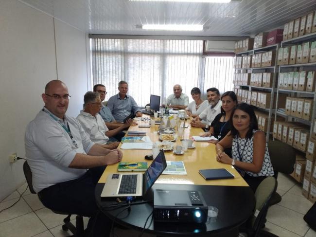 Prefeito e presidente do Ciscaí, Carlos Alberto (Lico) Fink, em reunião com representantes dos municípios de São Sebastião do Caí, Montenegro e da Cai